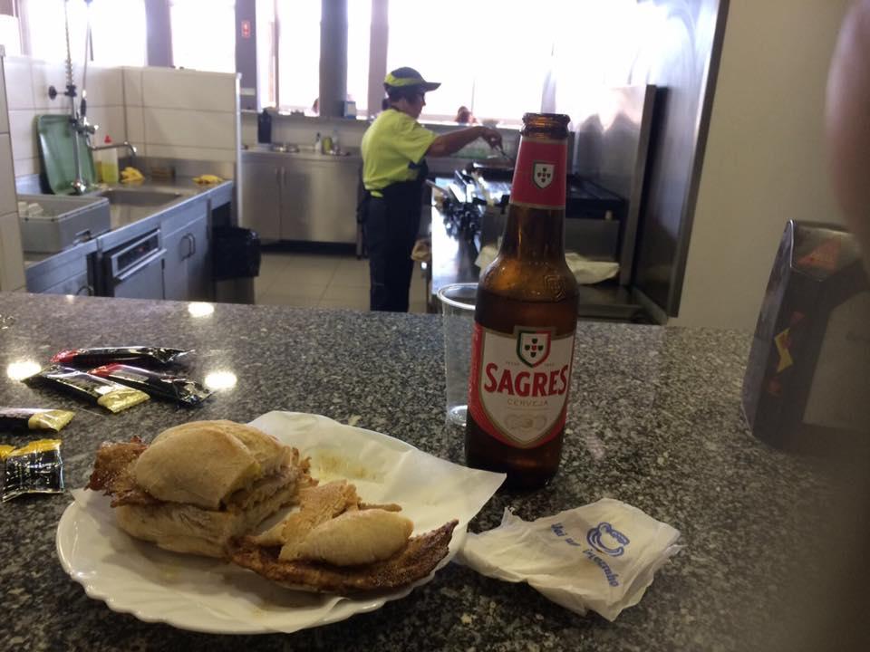 Bifana et bière à la frontière Portugaise